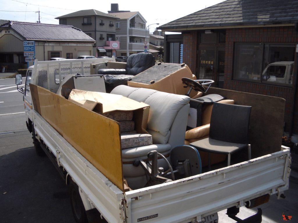 Xe thu hồi rác có kích thước lớn.