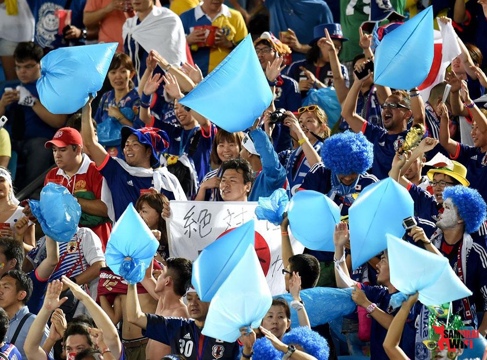 người Nhật dọn rác sau world cup