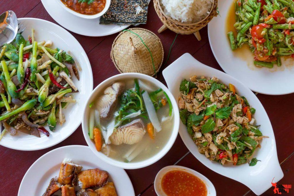 Món ăn hàng ngày của người Lào.