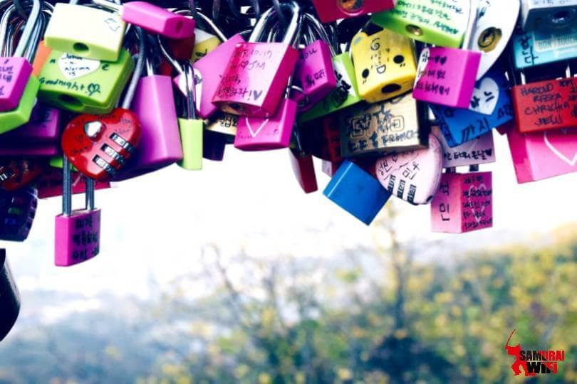 Nơi treo các ổ khóa tình yêu tại Namsan
